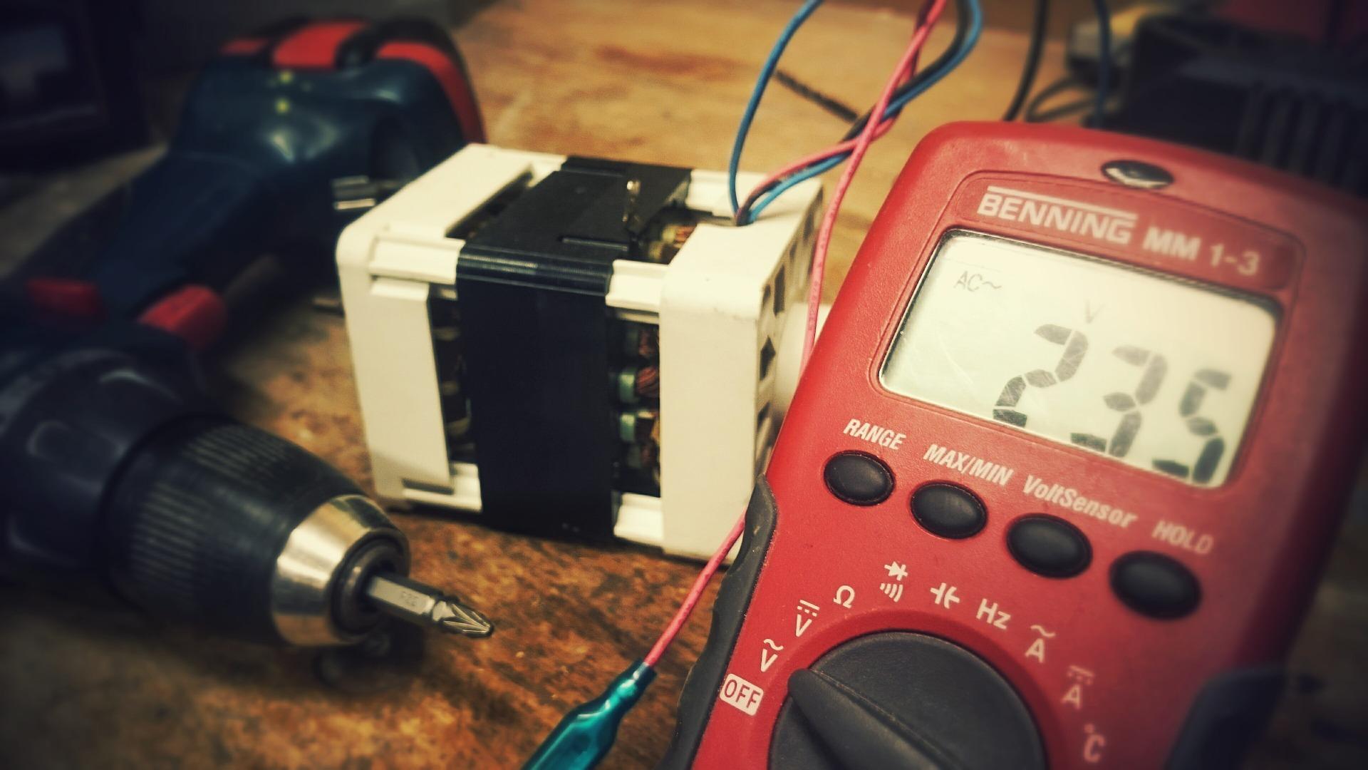 Les 7 compétences les plus importantes dont vous aurez besoin pour devenir électricien : Ce métier est-il fait pour vous ?